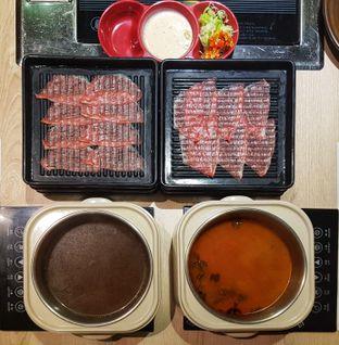 Foto 3 - Makanan(Australian Reguler Meat Shabu-Shabu (Left: Japanese Broth Soup; Right: Original Konbu Soup) IDR 159390 - Nett) di Shabu Hachi oleh Rinni Kania