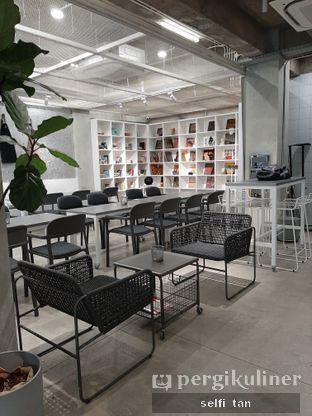 Foto 4 - Interior di Tu7uhari Coffee oleh Selfi Tan