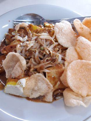 Foto 5 - Makanan di Kupat Tahu & Lontong Kari Cicendo oleh Ineke Fatmawati
