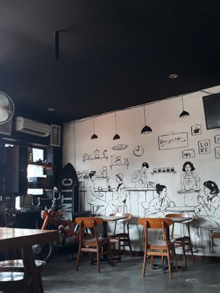 Foto 4 - Interior di Identic Coffee oleh Mouthgasm.jkt
