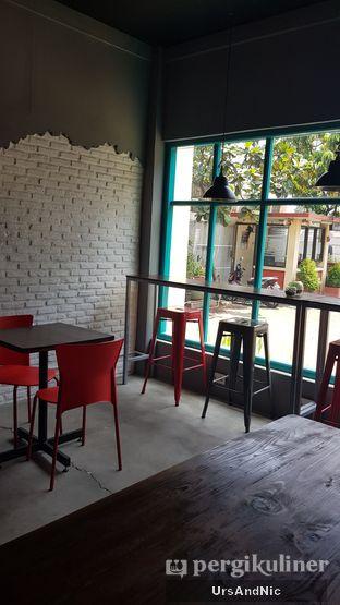 Foto 5 - Interior di Meanwhile Coffee oleh UrsAndNic