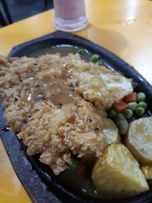 Foto 4 - Makanan di Waroeng Steak & Shake oleh Maissy  (@cici.adek.kuliner)