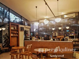 Foto 2 - Interior di Popolo Coffee oleh Ladyonaf @placetogoandeat