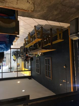 Foto 3 - Interior di Warung Kopi Imah Babaturan oleh Rurie