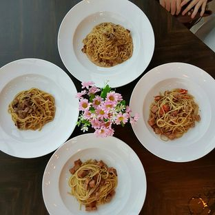Foto 2 - Makanan(Spaghetti Aneka Topping) di The Socialite Bistro & Lounge oleh Caesy Ajah