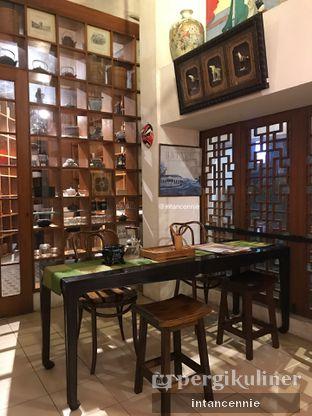 Foto 8 - Interior di Pantjoran Tea House oleh bataLKurus