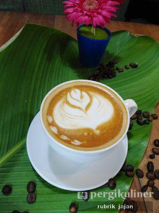 Foto 3 - Makanan(hot cafe latte) di ULY House oleh ellien @rubrik_jajan