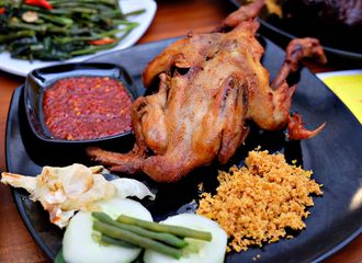 Ayam Goreng Lokal vs Ayam Goreng Internasional, Lebih Enak Mana?