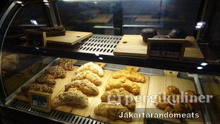 Foto 3 - Interior di Wake Cup Coffee oleh Jakartarandomeats
