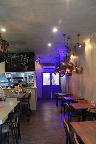 Foto 6 - Interior di Burns Cafe oleh Prido ZH