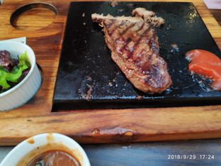 Foto 5 - Makanan di Willie Brothers Steak and Cheese oleh Devid Flambo