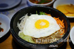 Foto 9 - Makanan(Dolsot Bibimbap) di Chung Gi Wa oleh @teddyzelig