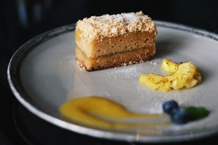 Foto 11 - Makanan(Nastar Cake) di 1945 Restaurant - Fairmont Jakarta oleh Verdi Danutirto
