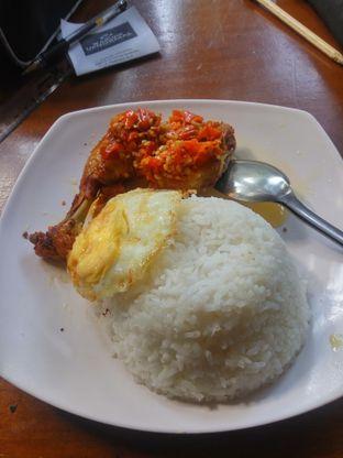 Foto 1 - Makanan(Nasi Ayam Penyet Pedesnya Ganyante) di Warunk UpNormal oleh Fadhlur Rohman