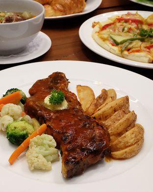 Foto 1 - Makanan(Bbq beef ribs) di Cendana Lounge oleh Claudia @grownnotborn.id