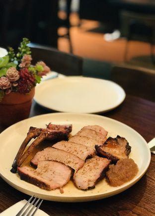 Foto 7 - Makanan(Double Bone in Pork Chop) di Bara Restaurant oleh @stelmaris