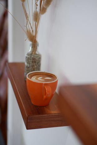Foto 1 - Makanan(Hot Cafe Latte) di Diskus Cafe & Bites oleh Rifqi Rahman
