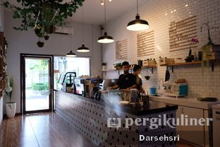 Foto 6 - Interior di Dimitree Coffee & Eatery oleh Darsehsri Handayani