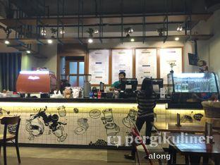 Foto 5 - Interior di Communal Coffee & Eatery oleh #alongnyampah