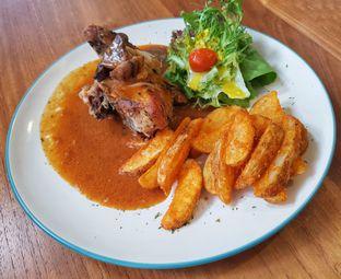 Foto 3 - Makanan(Roasted Rosemary Chicken (IDR 48300 - Nett)) di Bellamie Boulangerie oleh Rinni Kania