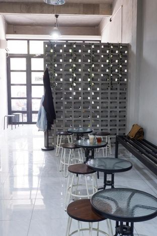 Foto 15 - Interior di Meneed Coffee Cuts oleh yudistira ishak abrar
