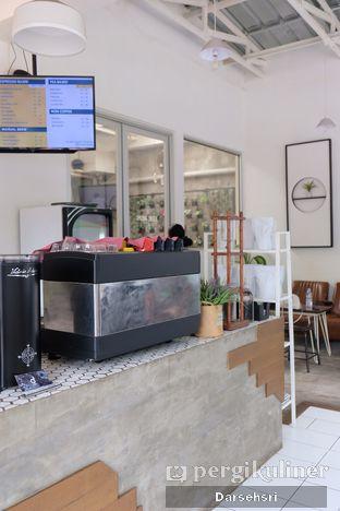 Foto 8 - Interior di Dailio Specialty Coffee oleh Darsehsri Handayani