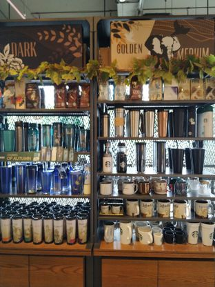 Foto 1 - Interior di Starbucks Coffee oleh yeli nurlena