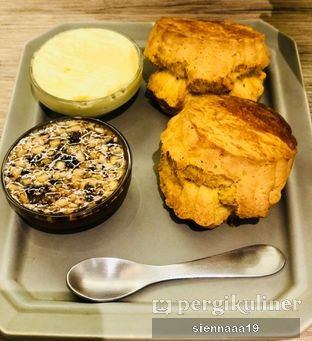 Foto 1 - Makanan(2 scones with butter and honey) di Chavaty oleh Sienna Paramitha