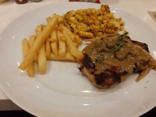 Foto 1 - Makanan(Black angus striploin steak) di Pancious oleh Fensi Safan