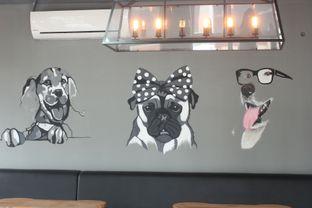 Foto 2 - Interior di Paws & Tails Dog Cafe oleh Prajna Mudita