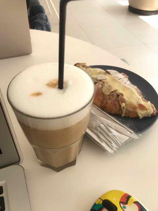 Foto 3 - Makanan(Capucino) di Bodas Coffee & Dessert Bar oleh Ratih Danumarddin