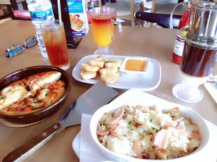 Foto 2 - Makanan di Pizza Hut oleh abigail lin