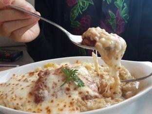 Foto 4 - Makanan(Chicken Chop Yam Baked Rice) di Hong Kong Cafe oleh @stelmaris