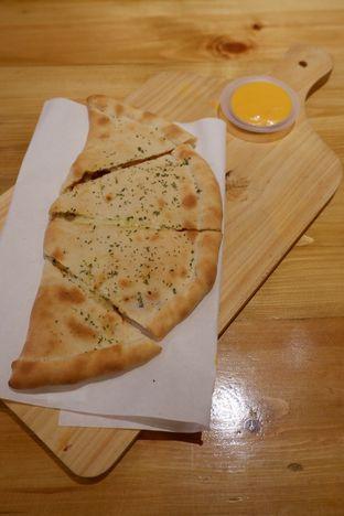 Foto 2 - Makanan di Monster Cheese Pizza oleh yudistira ishak abrar