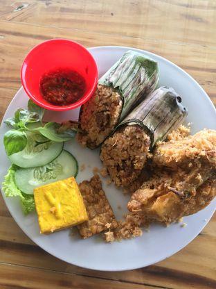 Foto 5 - Makanan(Nasi Bakar Ayam Kremes) di Breeve Hills Resto & Cafe oleh RI 347 | Rihana & Ismail