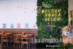 Foto 5 - Interior di Kaca Coffee & Eatery oleh Darsehsri Handayani