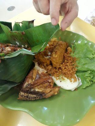 Foto 5 - Makanan di Ayam Kremes Kraton oleh Makan2 TV Food & Travel