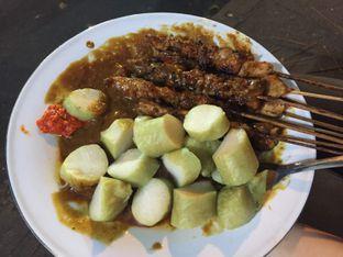 Foto 2 - Makanan di Sate Ayam Pasar Lama H. Ishak oleh Prajna Mudita