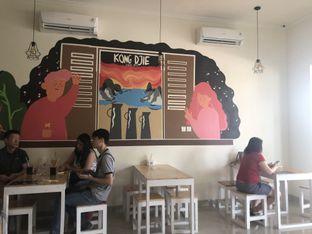 Foto 2 - Interior di Kong Djie Coffee Belitung oleh feedthecat