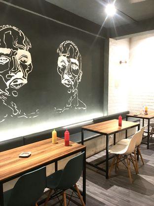 Foto 9 - Interior di Monster Cheese Pizza oleh Prido ZH