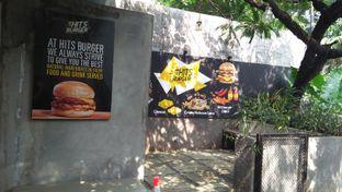Foto 5 - Eksterior di Hits Burger oleh Review Dika & Opik (@go2dika)