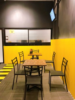 Foto 10 - Interior di FIX Burger oleh yudistira ishak abrar