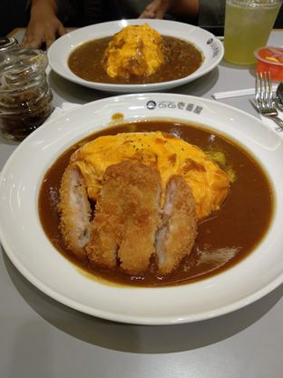 Foto 2 - Makanan(Shrimp Cutlet Omelette Curry (IDR 78k)) di Coco Ichibanya oleh Renodaneswara @caesarinodswr