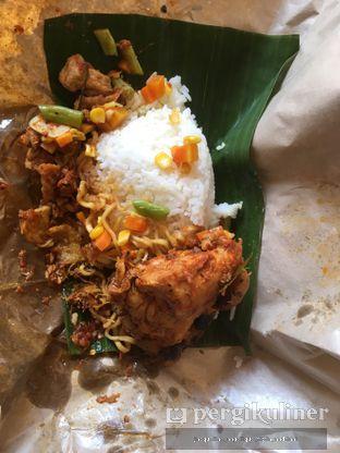 Foto 2 - Makanan(nasi campur ayam) di Nasi Kuning Pojok Pasar Pucang oleh @mamiclairedoyanmakan