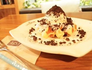 Foto 1 - Makanan(Cookies & Cream Waffle) di Caffe Bene oleh Nurul Amalina