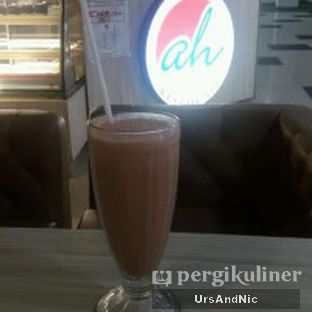 Foto 7 - Makanan(Milkshake chocolate) di AH Resto Cafe oleh UrsAndNic