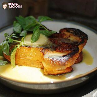 Foto 1 - Makanan(Kaya Jam Brulee French Toast) di Common Grounds oleh @demialicious