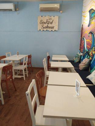 Foto 4 - Interior di Lox Smoked Salmon oleh Farah Yasmin