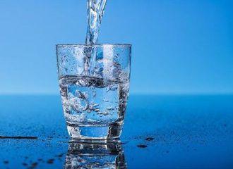 Air Putih vs Air Mineral, Apa yang Membedakannya?
