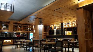 Foto 3 - Interior di Fire Grill & Bar - Royal Tulip Gunung Geulis oleh Meri @kamuskenyang